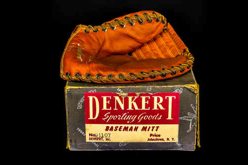 "Denkert ""Bil Skowron"" Sporting Good Baseman Mitt in Box G1107"