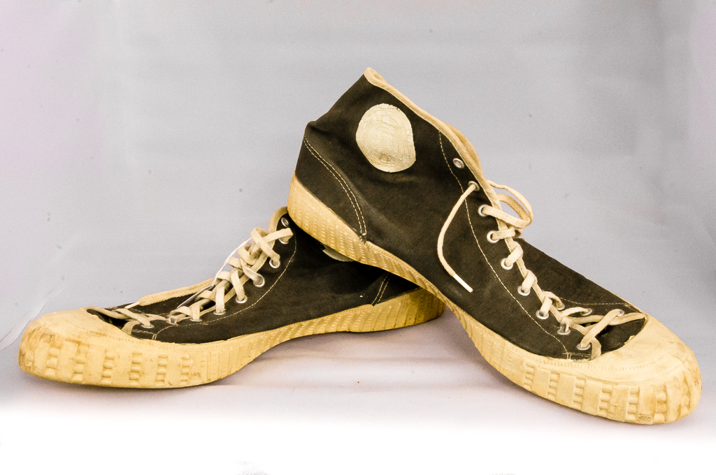 b09bb11cf66d 40 s-50 s Gum-Soled High-Top Basketball Shoes Vintage