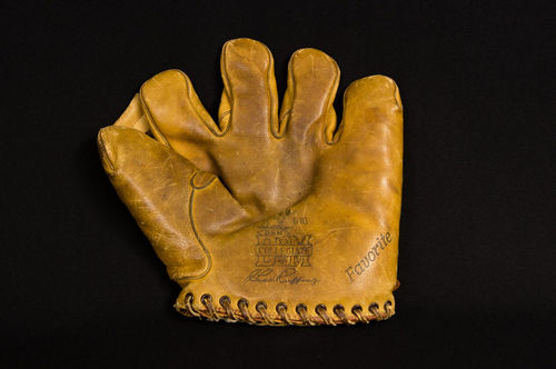 "D&M Chas. ""Red"" Ruffing Collegiate Buckle-back Fielder's Glove"