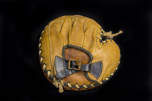 1920's 30s Buckle-back Laced Cowhide Catchers Mitt